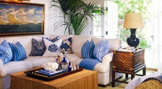 Baonilha + sala de casa de paraia azul e branco