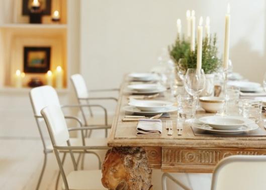 sala-de-jantar-com-mesa-posta-e-velas-1275424621495_560x400