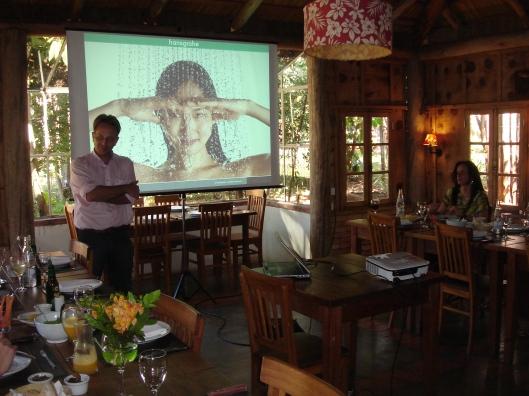 DSC06537 Marcelo apresentando a Hansgrohe aos profissionais