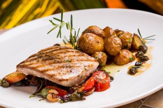 receita-peixe-oliveira-batatas-calabresa